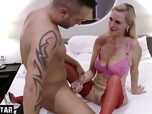 FIRST TIME Intercourse WITH GERMAN Cougar Muddy TINA