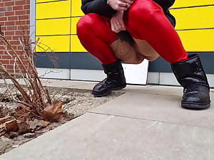 Public piss at the packing station